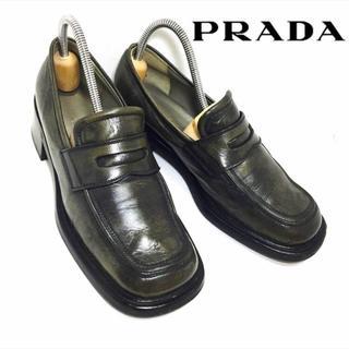 プラダ(PRADA)の★レアモデル★PRADA*ユーズド加工*コインローファー*黒(ローファー/革靴)