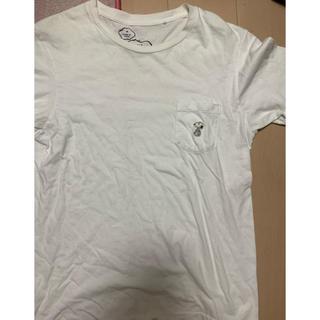 アベイシングエイプ(A BATHING APE)の激レアMサイズ!KAWS×UNIQLO×PEANUTS SNOOPY刺繍Tシャツ(Tシャツ/カットソー(半袖/袖なし))