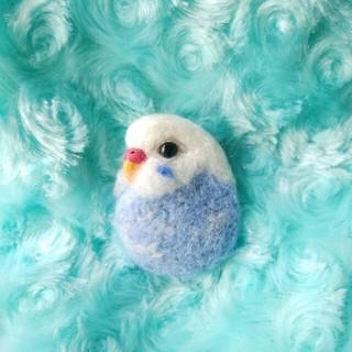羊毛フェルト セキセイインコ水色×白 ブローチ(コサージュ/ブローチ)
