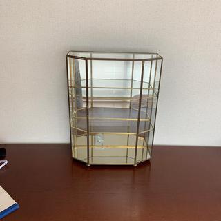 ガラスの飾り棚 コレクションボード
