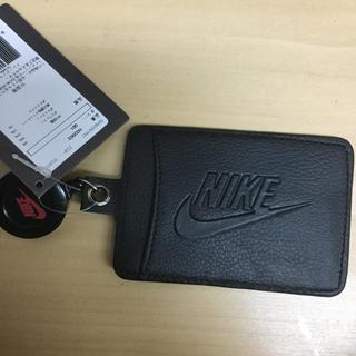 ナイキ(NIKE)のナイキ パスケース カード入れ 黒生地 新品 未使用 送料込 タグ付き(名刺入れ/定期入れ)