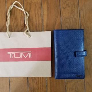 トゥミ(TUMI)の新品同様 TUMI パスポートケース ブルー(旅行用品)