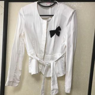 エイチアンドエム(H&M)の白 ジャケット(テーラードジャケット)