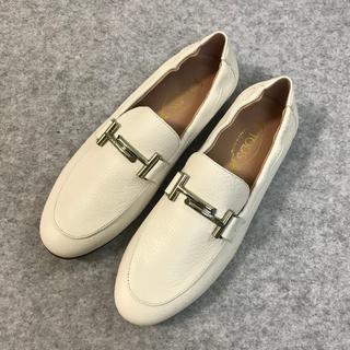 TOD'S - 人気品  TOD'S  トッズ レディース ローファー/革靴  ホワイト