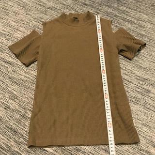 シマムラ(しまむら)のカーキの肩出しトップス(カットソー(半袖/袖なし))