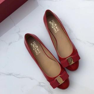 人気品サルヴァトーレフェラガモ 靴/シューズ ハイヒール 36