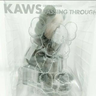 MEDICOM TOY - KAWS PASSING THROUGH BROWN   1体