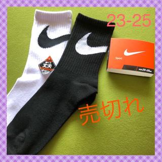 NIKE - 【ナイキ】 ミドル丈 白黒 ビッグスウッシュ靴下 2足組 NK-3DW