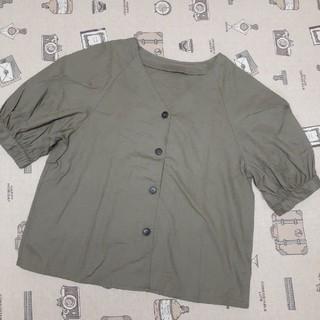 ジーユー(GU)のフロントボタンブラウス(シャツ/ブラウス(半袖/袖なし))