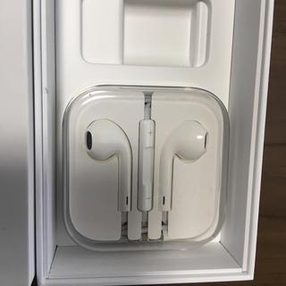 アイフォーン(iPhone)のアップル純正イヤホンiPhoneアイフォーン新品未使用イヤフォンApple(ヘッドフォン/イヤフォン)
