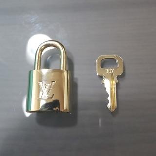 ルイヴィトン(LOUIS VUITTON)のルイヴィトンパドロックチェーン付き。(ネックレス)