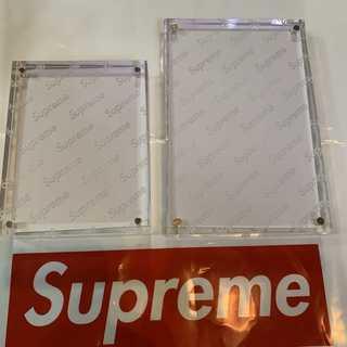 Supreme - Supreme Acrylic Photo Frame Set