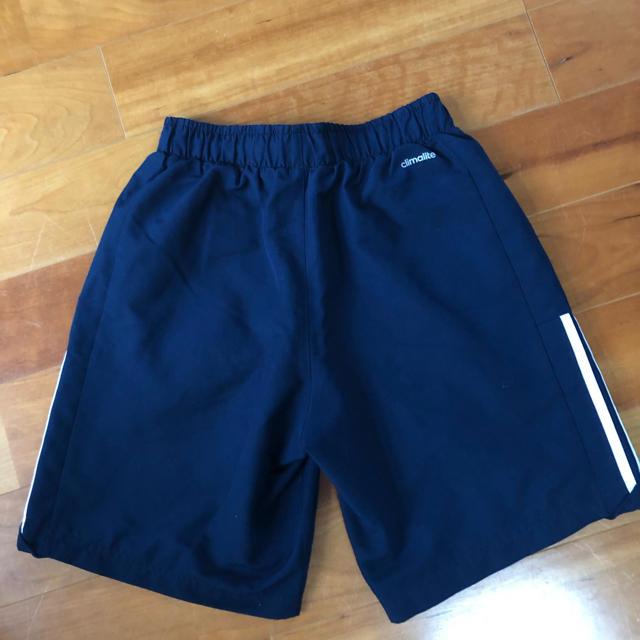 adidas(アディダス)のadidas短パン紺サイズS、140〜150cm キッズ/ベビー/マタニティのキッズ服 男の子用(90cm~)(パンツ/スパッツ)の商品写真