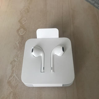 アイフォーン(iPhone)の新品未使用 iPhone純正イヤホン(ヘッドフォン/イヤフォン)