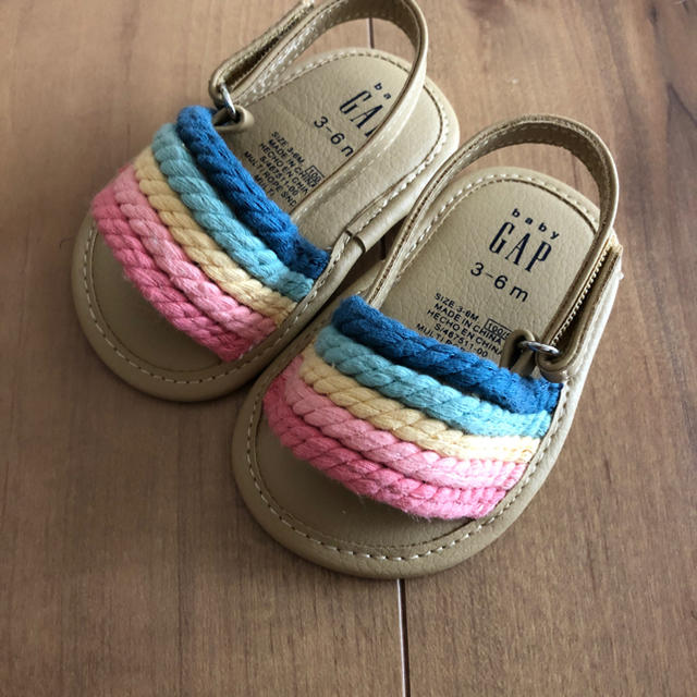 babyGAP(ベビーギャップ)の9cmギャップベビーレインボーサンダル キッズ/ベビー/マタニティのベビー靴/シューズ(~14cm)(サンダル)の商品写真