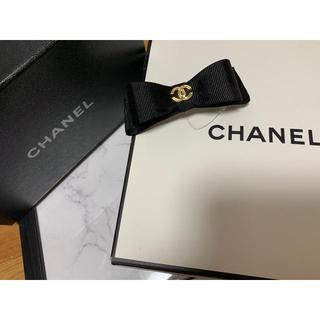 シャネル(CHANEL)のラスト♡ノベルティーグッズ♡黒リボンバレッタ♡ヘアピンもつけます♡(ノベルティグッズ)