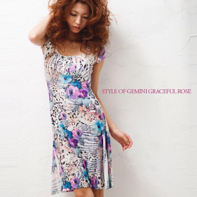 BCBGMAXAZRIA(ビーシービージーマックスアズリア)のLA selection Gemini rose dress s  レディースのワンピース(ひざ丈ワンピース)の商品写真
