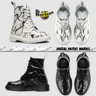 ドクターマーチン(Dr.Martens)のDr.Martens PASCAL MARBLE 8ホールパテントブーツ(ブーツ)