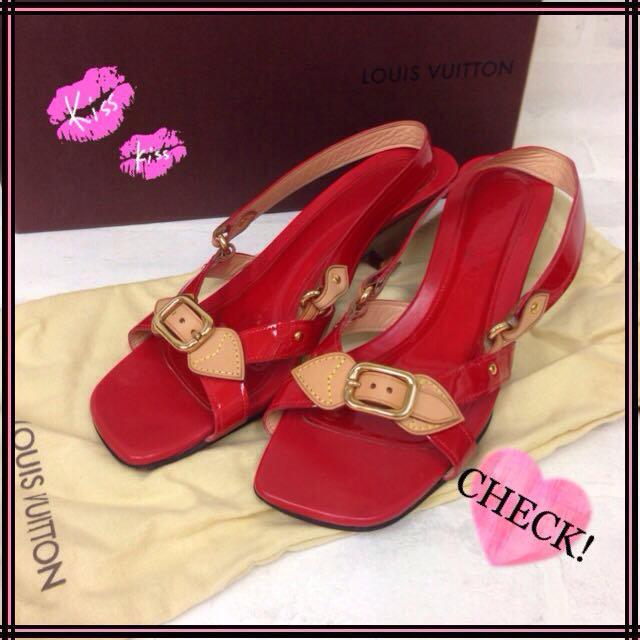 LOUIS VUITTON(ルイヴィトン)のルイヴィトン エナメルサンダル38赤系 レディースの靴/シューズ(サンダル)の商品写真