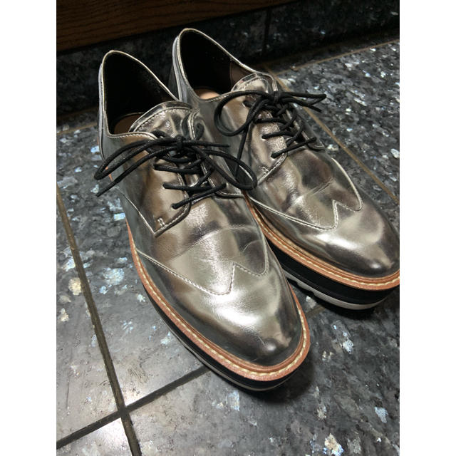 ZARA(ザラ)のZARA ザラ プラットフォームダービーシューズ シルバー レディースの靴/シューズ(ローファー/革靴)の商品写真