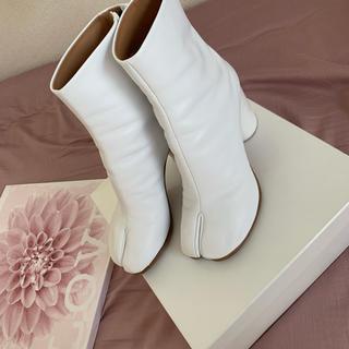 マルタンマルジェラ(Maison Martin Margiela)のマルジェラ足袋ブーツ  White(ブーツ)