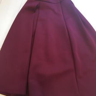 アーバンリサーチ(URBAN RESEARCH)のジーユーワインレッドスカート(ひざ丈スカート)