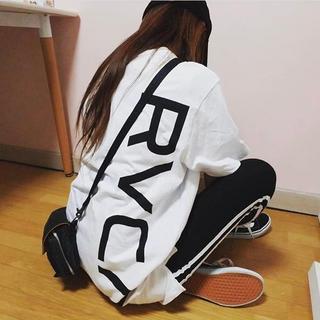 ルーカ(RVCA)のMサイズ ⭐︎ RVCA ルーカ new world ロゴTシャツ バックロゴ(Tシャツ/カットソー(半袖/袖なし))