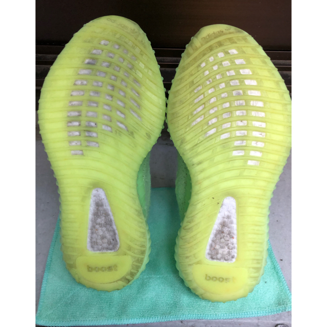 adidas(アディダス)の中古品 yeezy boost 350 v2 glow メンズの靴/シューズ(スニーカー)の商品写真
