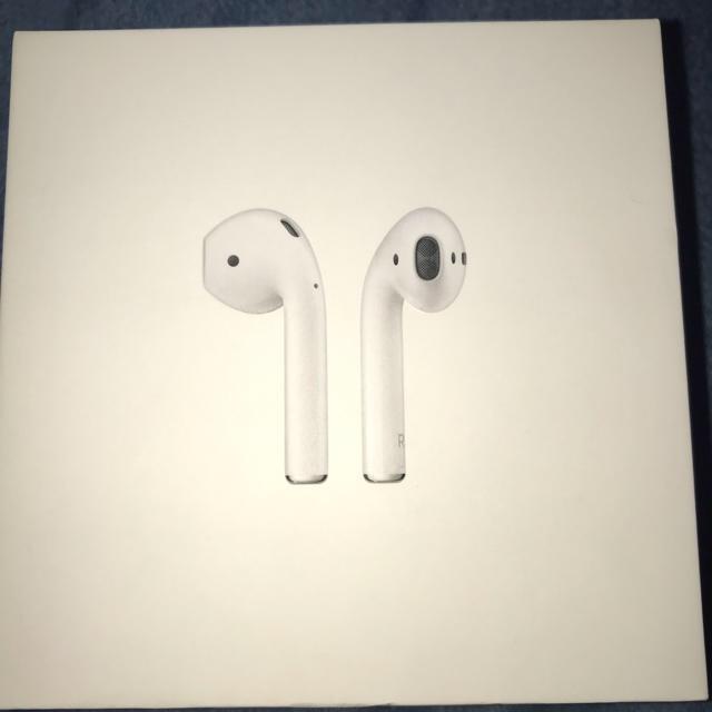 Apple(アップル)のAirPods スマホ/家電/カメラのオーディオ機器(ヘッドフォン/イヤフォン)の商品写真