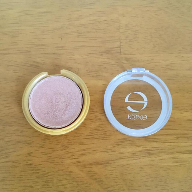 excel アイシャドウ シャイニーシャドウ N S104 ヌードピンク 8割残 コスメ/美容のベースメイク/化粧品(アイシャドウ)の商品写真