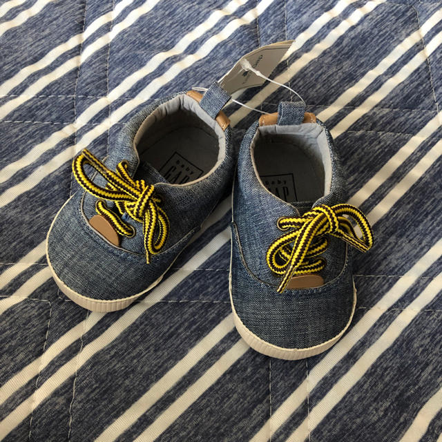 babyGAP(ベビーギャップ)のベビーギャップ デニム風スニーカー キッズ/ベビー/マタニティのベビー靴/シューズ(~14cm)(スニーカー)の商品写真