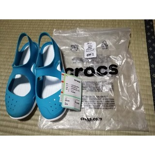 クロックス(crocs)の新品未使用 クロックス crocs サンダル 水色 25cm(サンダル)