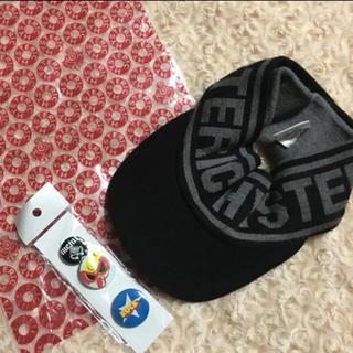 ヒステリックミニ(HYSTERIC MINI)のヒステリック ミニ  バイカラー ロゴ ニットサンバイザー と缶バッジ(帽子)