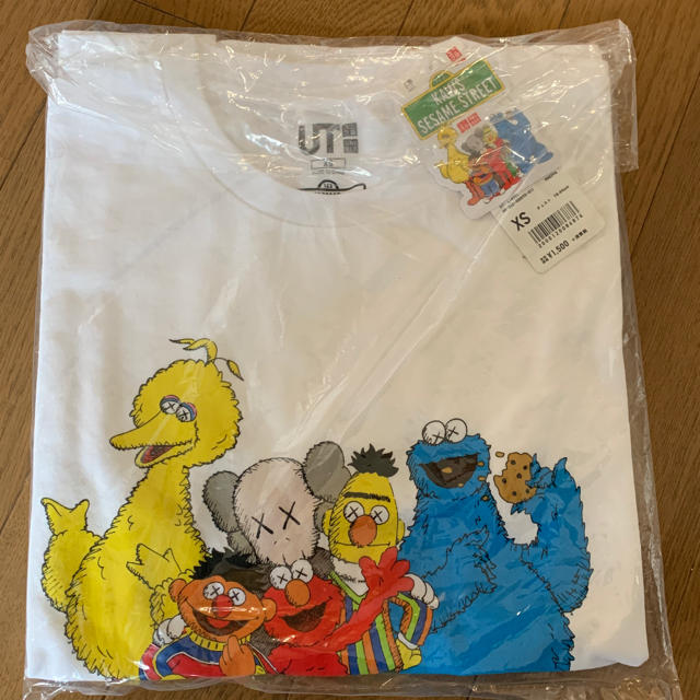 UNIQLO(ユニクロ)のユニクロ KAWS セサミストリートコラボTシャツ 2枚  メンズのトップス(Tシャツ/カットソー(半袖/袖なし))の商品写真