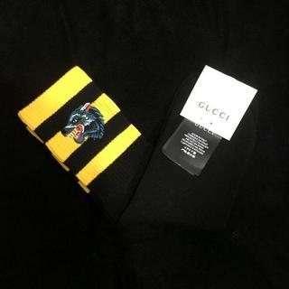 グッチ(Gucci)の【グッチ】ウルフ 刺繍 ハイソックス 黒+黄(ソックス)
