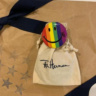 ロンハーマン(Ron Herman)のRonHerman メルローズ本店限定 スマイル缶バッジ 新品送料込(その他)
