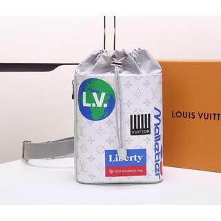 ルイヴィトン(LOUIS VUITTON)のルイヴィトン CHALK SLING BAG スリングバッグ 白(ボディーバッグ)