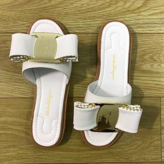 サルヴァトーレフェラガモ(Salvatore Ferragamo)の完売品サルヴァトーレフェラガモ 靴/シューズ サンダル 36(サンダル)