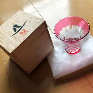 トウヨウササキガラス(東洋佐々木ガラス)の八千代切子 紅梅柄 ぐいのみ お猪口(グラス/カップ)