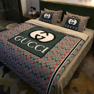 Gucci - 最新の春夏物、季節の寝具GUCCI寝具カバー 4点セット 掛け布団カバー高級感