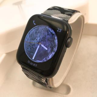 Apple Watch - 最新モデル Apple Watch series4 44mm GPSモデル