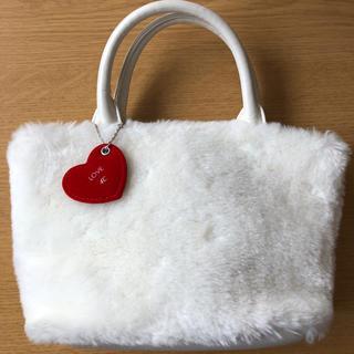 ヨンドシー(4℃)の4℃ ホワイト小型ファーバッグ チャーム付(ハンドバッグ)