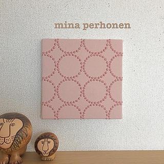 お菓子のように可愛いピンクのタンバリン♡ファブリックパネルミナペルホネン