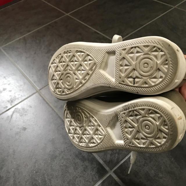 しまむら(シマムラ)のシャンパンゴールドのスニーカー レディースの靴/シューズ(スニーカー)の商品写真