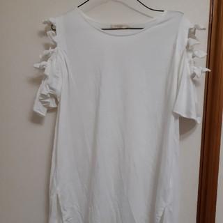 肩だし横リボンでかわいい新品未使用(カットソー(半袖/袖なし))