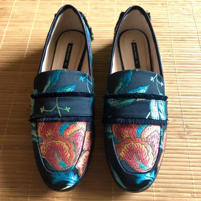 ZARA(ザラ)のZARA ザラ  エンブロイダリー ローファー  37 レディースの靴/シューズ(ローファー/革靴)の商品写真