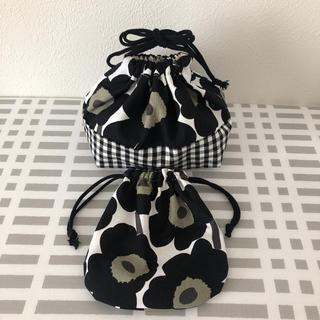 マリメッコ(marimekko)のマリメッコ  ミニウニッコ   ブラック お弁当袋 巾着袋(キッチン小物)