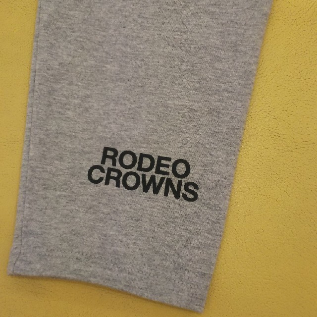 RODEO CROWNS WIDE BOWL(ロデオクラウンズワイドボウル)のグレー Rmoreシリーズ特定店舗限定 RODEO CROWNSロゴ入りレギンス レディースのレッグウェア(レギンス/スパッツ)の商品写真