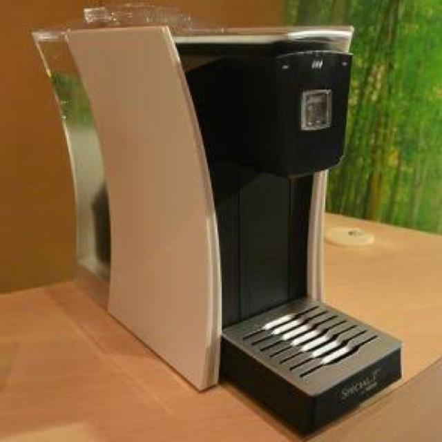 Nestle(ネスレ)のspecial T 本体 ホワイト ネスカフェ スペシャルT 食品/飲料/酒の飲料(茶)の商品写真