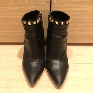 ヴァレンティノ(VALENTINO)のヴァレンティノ  スタッズ ショートブーツ ブラック(ブーツ)